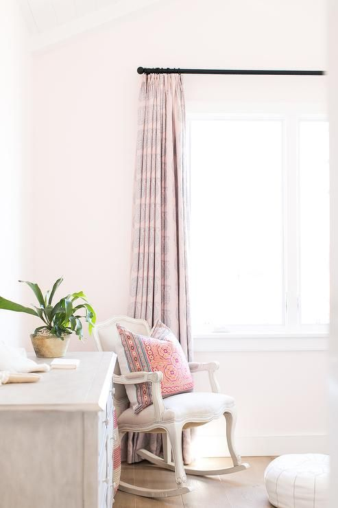 Best 25 pale pink bedrooms ideas on pinterest light for Catty corner bedroom ideas