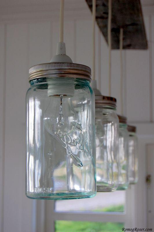 Norgesglassene kan på grunn av sin robusthet fint brukes som lamper. Alt du trenger et et lampeoppheng. Hvis du ønsker en spesiel fargetone på lysene fungerer spraymaling veldig bra. (Av Kine Drilsvik)