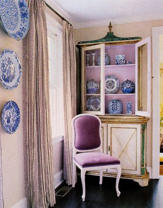 Blue and white porcelain mixed with lavender - so chic. Once again, we see color impacting the life of a single object and the vignette as a whole. Katie Ridder