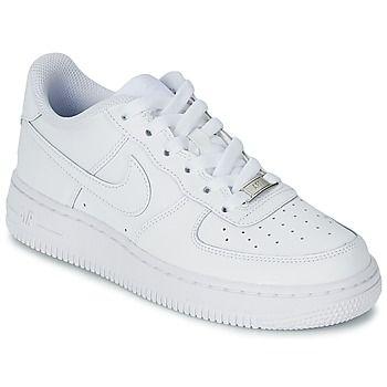 Une basket à la fois rétro et actuelle : c'est la dernière version de l'emblématique Air Force 1 Mid. La Nike de 1982 s'offre un cuir 1ère qualité, une semelle adhérente et une unité Air-Sole absorbant les chocs. - Couleur : Blanc - Chaussures Enfant 48,18 €