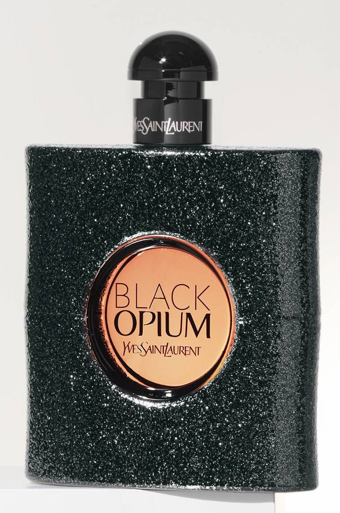 Highly addictive and seductively intoxicating, Black Opium by Yves Saint Laurent is destined to be your new favorite fragrance. Rich coffee bean notes and sensual vanilla notes heighten the senses with a jolt of energy.