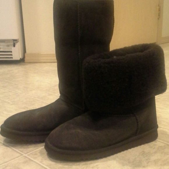 Kirkland brand shearling tall boots Dark brown with brown fur inside.  Only worn twice. Rains to much here. :-) kirkland Shoes