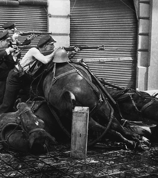 La barricada  Barcelona 1936  by Agusti Centelles