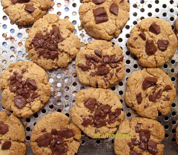 Dimanche 6 septembre, nous avons pique nique avec l'AVF à Villiers en Plaine, je me suis demandée qu'apporter en dessert et j'ai flashé sur la recette de Béné de la tarterie dans son blog Make me Green . Il faut dire que la purée de cacahouètes et moi,...