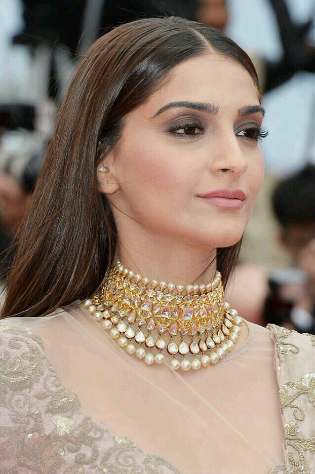 #sonamkapoor on redcarpet cannes 2014 love her jewels #sunitakapoor