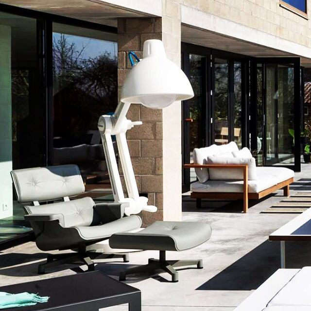 Picture perfect. The white big lamp Lummel and the grey lounge chair 1956 side by side in a beautiful setting. Dutch design!