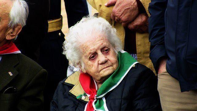 """GIOVANNA MARTURANO. Nata a Roma il 27 marzo 1912, comunista, dirigente del movimento femminile e dell'ANPI, Medaglia di bronzo al valor militare. La """"Bimba col pugno chiuso"""" ci ha lasciato il 22 agosto 2013, all'età di 101 anni.  Ha continuato a rendere fino all'ultimo, con grande lucidità, testimonianza del suo impegno e di quello dei suoi famigliari nella lotta per la libertà e la democrazia nel nostro Paese. Giovanna aveva 24 anni quando, nel 1936 aveva aderito a Milano, (dove la famiglia…"""