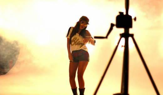 Videoclip: Mandinga feat Muneer - Bling    http://www.emonden.co/videoclip-mandinga-feat-muneer-bling