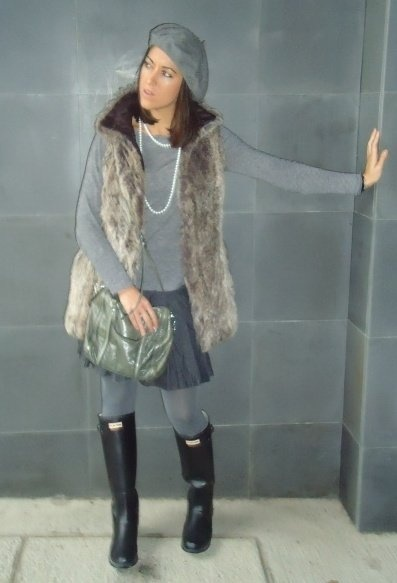 Grey outfit with hunter wellies and hair vest  , Zara in Vests, Zara in T Shirts, Bimba & Lola in Bags, Calzedonia in Socks / Tights, Hunter in Boots