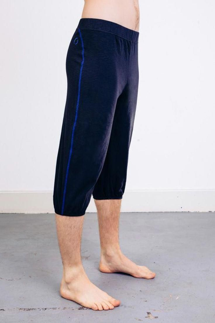 8a22578e99 We've Found the 8 Best Pairs of Yoga Pants for Men: Ohmme Crow ...