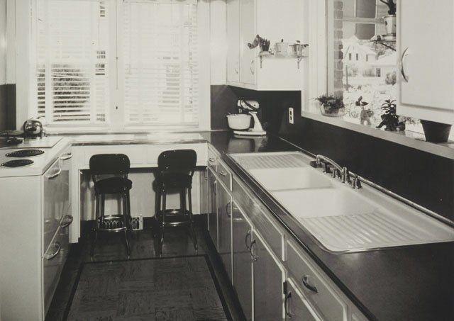 Vintage Kitchen Sinks   vintage-drainboard-sink-in-1940s-kohler-kitchen