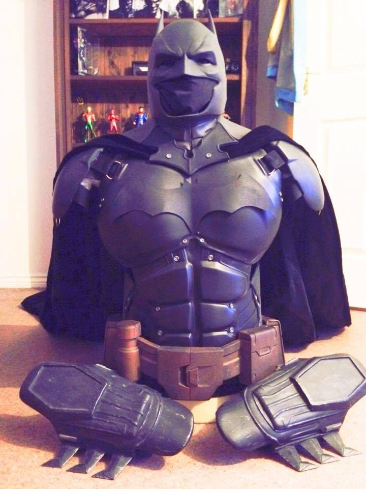 The Ultimate Arkham Origins Batman Suit is Fabricated Using 3D Printing and it's Amazing http://3dprint.com/34541/batman-arkham-origins-suit/