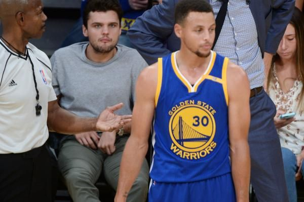 Stephen Curry signed the richest contract in NBA history when he and the Golden State Warriors agreed to a five-year, $201 million…