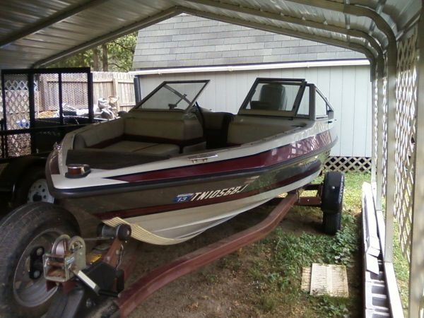 1989 Maxum 16 ft. pleasure boat - $2000 (winchester)    Date: 2012-07-08, 3:29PM CDT  Reply to: v5229-3126630557@sale.craigslist.org [Errors when replying to ads?]    16 ft. pleasure boat for sale, 50 hp motor, fish finder, brand new marine radio cd player, we use the boat every weekend, easy load and unload, good trailer new lights., has a bimini top and boat cover included
