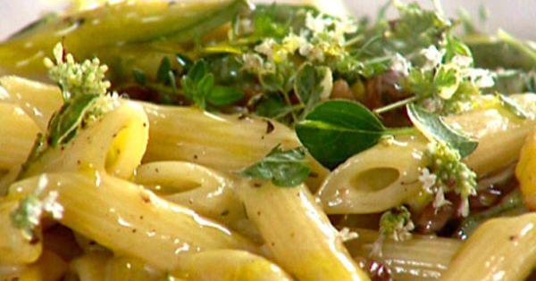 Jamie Olivers carbonara med zucchini | Recept från Köket.se