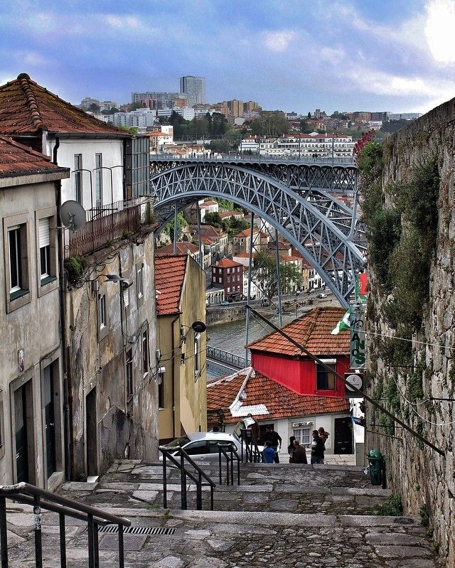 "323 Likes, 16 Comments - @imagesofmind on Instagram: ""#bridge #sidewalk #ponte #pontedomluis #porto #portugalcomefeitos #portugalemperspectiva…"""