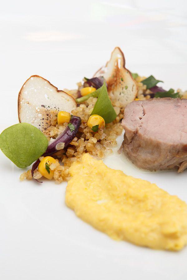 Kalbsfilet sous-vide mit zweierlei Bulgur-Salat, Maiscrème und Brezenchips [...in vier Gängen]