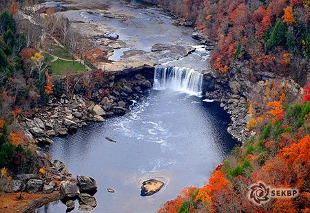 Cumberland Falls, Whitley Co., Kentucky - Beautiful shot from one of Kentucky's grandest features.