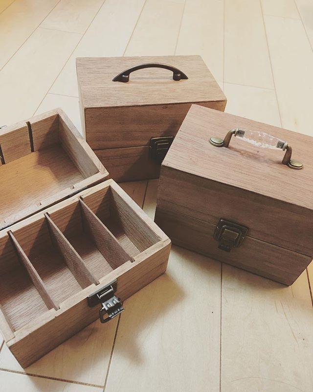 おしゃれな100均、セリアの雑貨はそのまま使うのも可愛いけれど、プチDIYに挑戦してみるのも簡単で楽しい♪ 今回はセリアの木箱を使った、かわいいリメイク技をご紹介します。