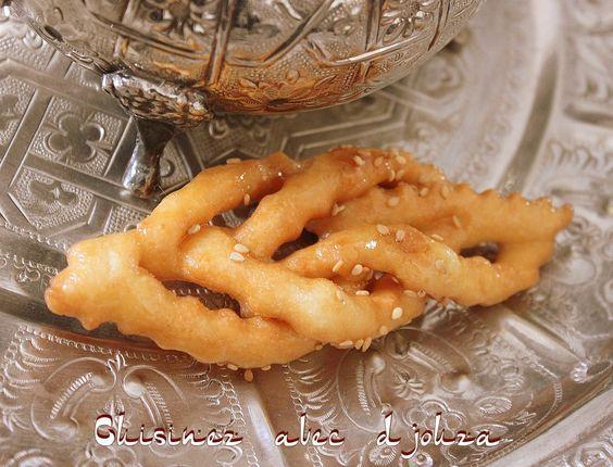 Recette de griwech, une pâtisserie traditionnelle algérienne cuite à l'huile. On les prépare pour le ramadan ou l'aid et reste très facile à faire.