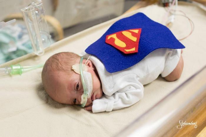Mientras todos se preparaban para sus fiestas de Halloween, los voluntarios y enfermeras del hospital de bebés prematuros de Kansas decidieron sorprender a los padres haciendo algo especial para el primer Halloween de los bebés.