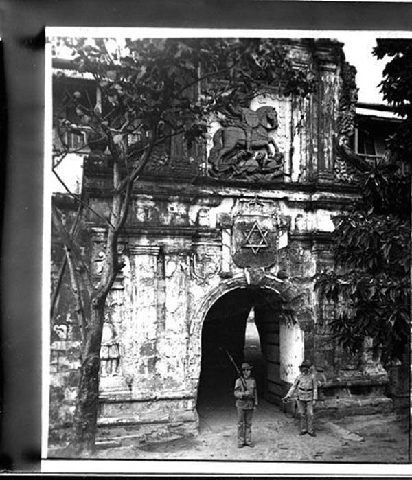 philippine revolution and fort santiago Chronology - the world of 1898  grito de balintawak begins the philippine revolution 7 december  with 3,000 soldiers, took the aguadores fort at santiago.
