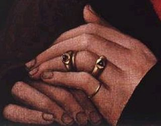 I senmiddelalderen havde velhavende kvinder og mænd ikke alene ringe på alle fingre fx. tommel og pegefinger. men også ude på på de yderste fingerled