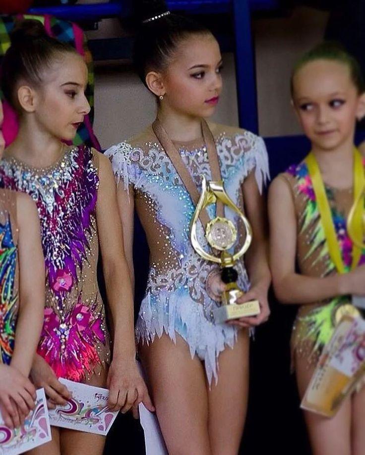 145 отметок «Нравится», 3 комментариев — Наталия Макарова (@natacup) в Instagram: «#rhythmicgymnastics #swarovski #купальникназаказ»