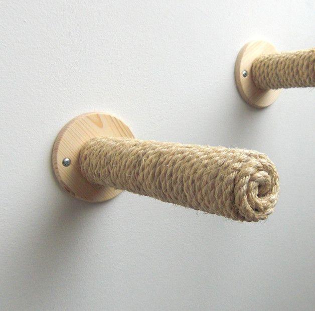 Kletterstange für Katzen, zum klettern und hangeln.  Kombinierbar mit den Brettern, die es ebenfalls im Sortiment gibt.  Die Holzstange ist mit Sisal umwickelt, und ist somit schön griffig für...