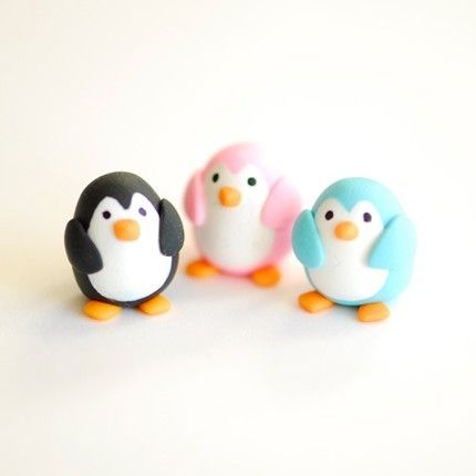 Awwe pink penguin! so cute!!! Melissa  Penguin Cake Toppers