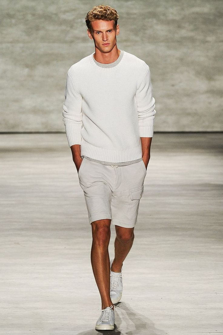 白サマーニットセーター,ハーフパンツ,白スニーカー,メンズ着こなしコーディネート夏