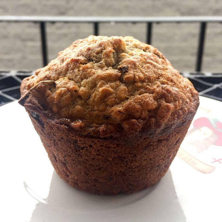 """Une recette """"santé"""" qui ne te donneras pas l'impression de te priver. Au menu: muffins aux bananes, avoine, chocolat et framboises selon Bob le Chef"""