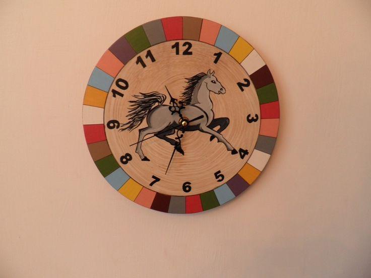 Lovacskás falióra. Horse wall clock with silent clockwork.