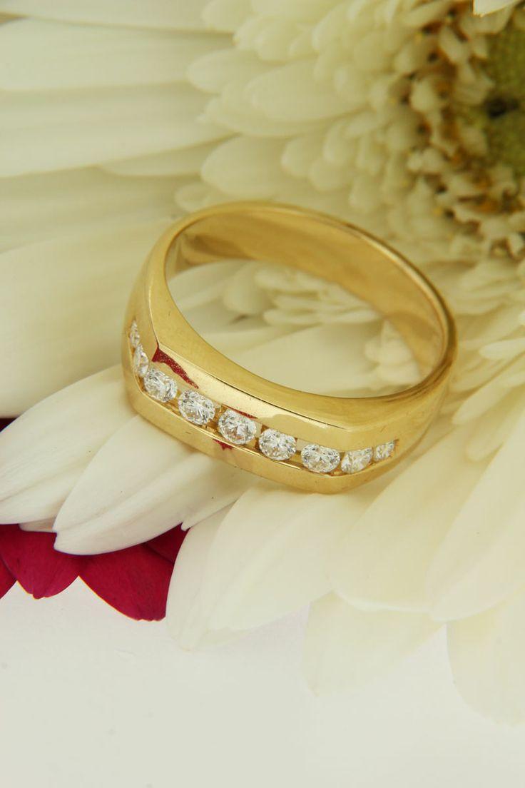 STUNNING!   Male 18ct yellow gold diamond wedding ring! #love #marryme #weddingring #mensdiamondring #diamondring #diamonds #diamondsinterantional