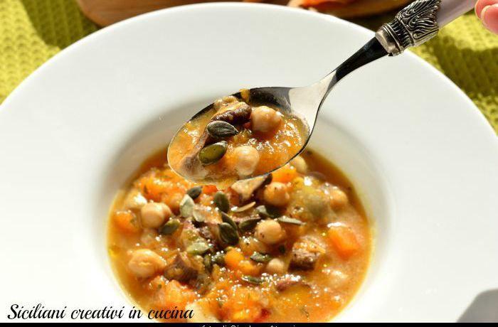 Zuppa di zucca, ceci e funghi porcini