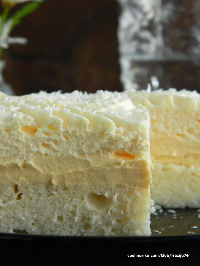 Ledeno nebo  BISKVIT:  7 bjelanjaka  7 žlica šećera  1 vanilin šećer  7 žlica brašna  1/2 praška za pecivo   KREMA:  7 žumanjaka  7 žlica šećera  6 žlica brašna  3 vanilin šećera (ili par kapi vanil arome)  7 dcl mlijeka  25 dkg margarina za kolače ili maslaca   i još...  1 kesica šlaga