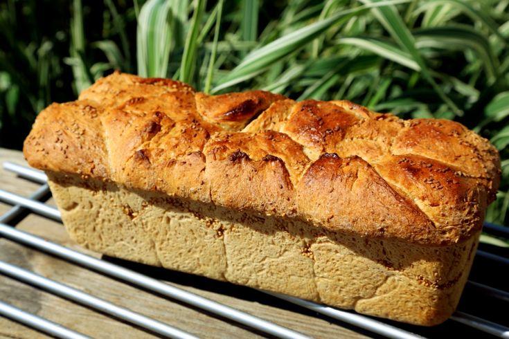 Toastový chléb máslový celozrnný je zatím nejrychlejší recept při zachování nadýchané střídky. Navíc je bez vajec a z mixu špaldové a celozrné mouky!
