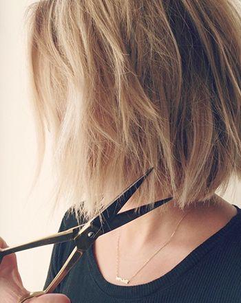 Lauren Conrad debuted an even shorter bob haircut via Instagram on Friday, Nov. 14 -- see the new look!