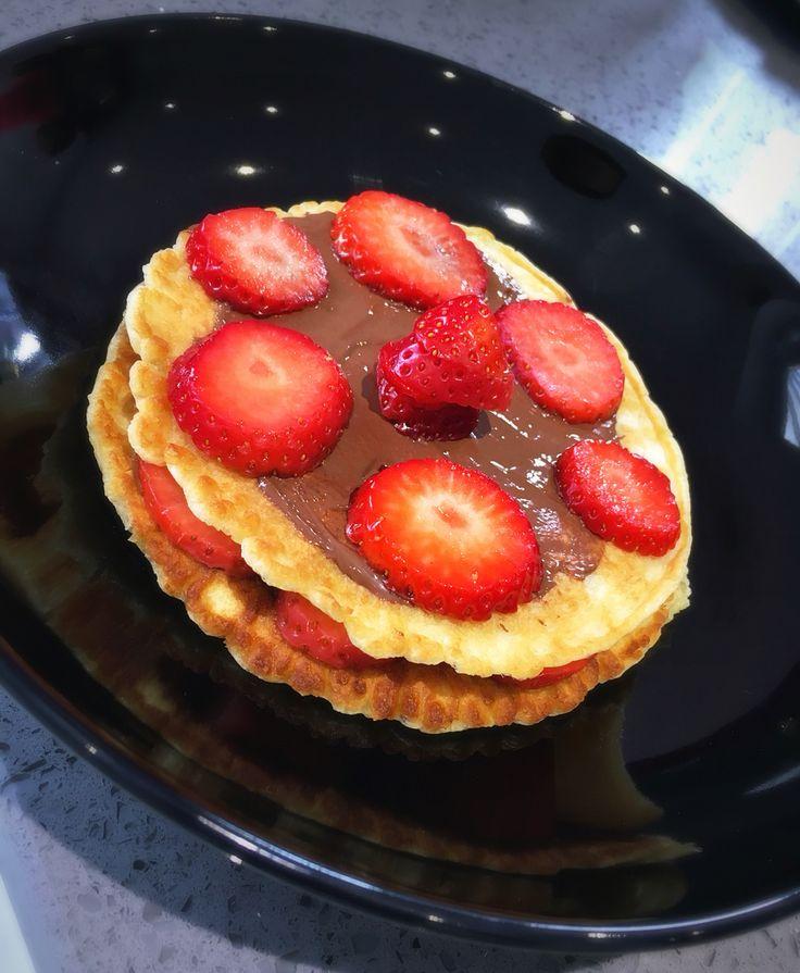 Strawberry & Nutella Pancakes   Food, Strawberry nutella ...