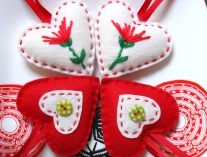 ♥♥♥♥  4 Felt Christmas Hearts Decorations   ♥♥♥♥