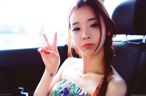 Big fan of Song Ah Ri. Yes!