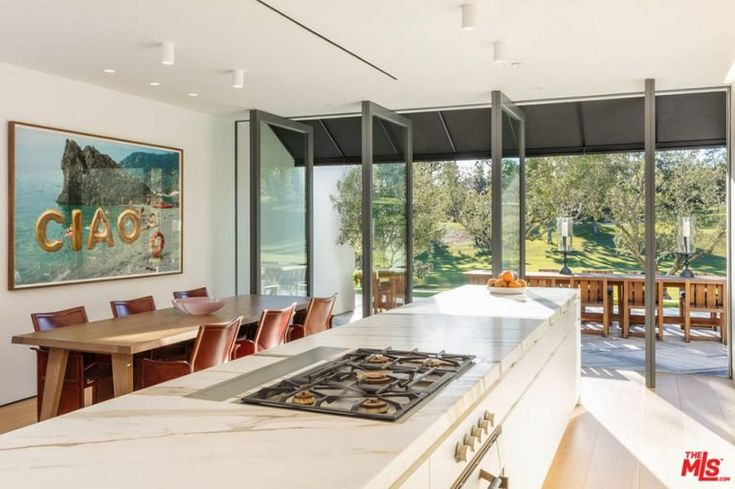 Lori Loughlin Sells Holmby Hills, CA, Mansion | POPSUGAR Home Photo 5