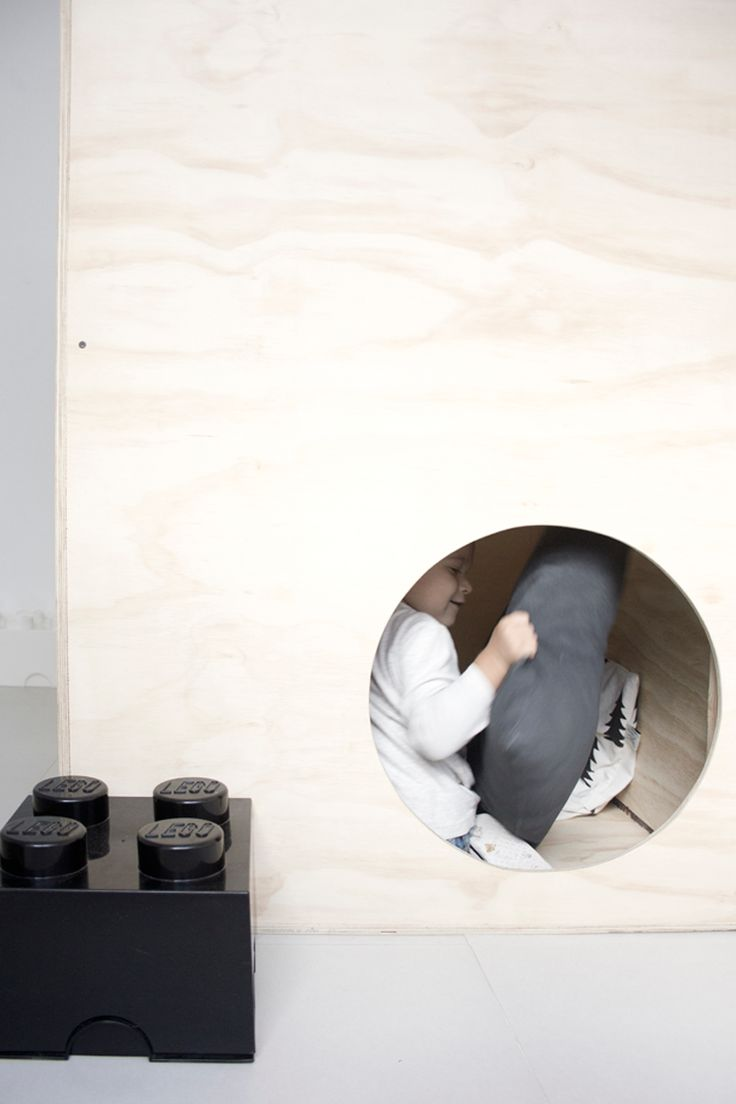 Giant plywood play box. One entry hole and then circular windows of the same size at the top. - Ale Besso: PLYWOOD-BOX
