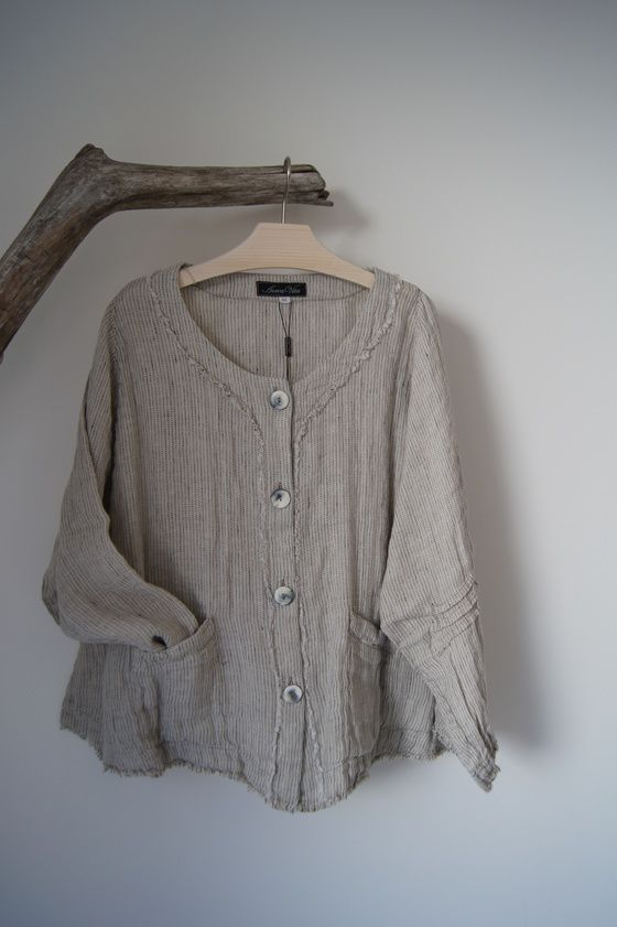 Image of PIA #lesfillesdelacolline #jacket #linen #toutdoux Used to have one that looked similar. Would be great on a very thin person. If you're heavier, looks better taken in a little.