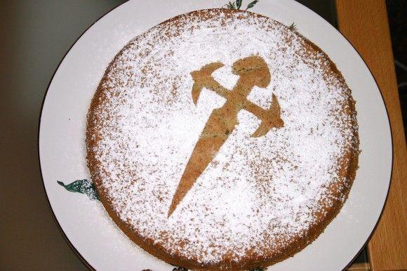 Recept på spansk mandelsockerkaka från Galicien – Tarta de Santiago :: FOODHEAVEN.se