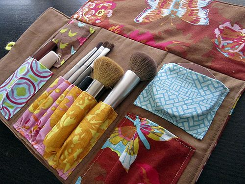 I'd love to make this for Elizabeth!: Make Up Clutches, Brushes Holders, Brushes Rolls, Makeup Brushes, Bags Rolls, Makeup Bags, Makeup Rolls, Diy Makeup, Makeup Clutches
