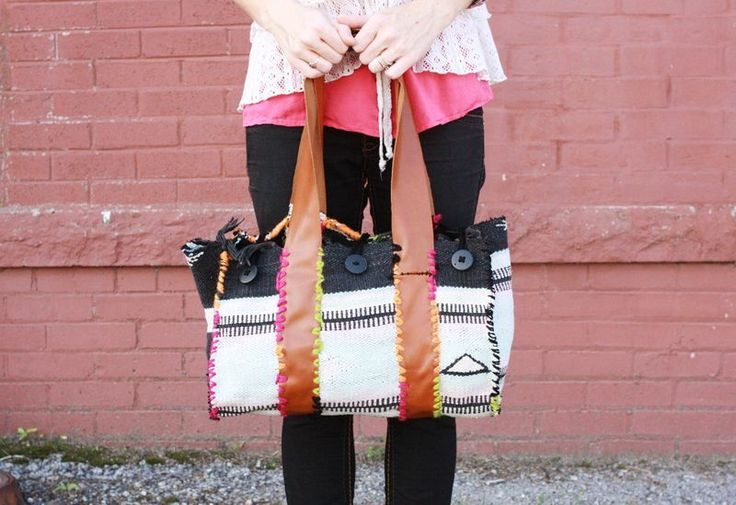Turn a thrifted blanket into a weekender tote with this easy tutorial.