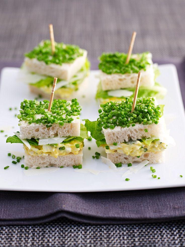 Eiersalatsandwiches mit Schnittlauch | Zeit: 25 Min. | http://eatsmarter.de/rezepte/eiersalatsandwiches-mit-schnittlauch
