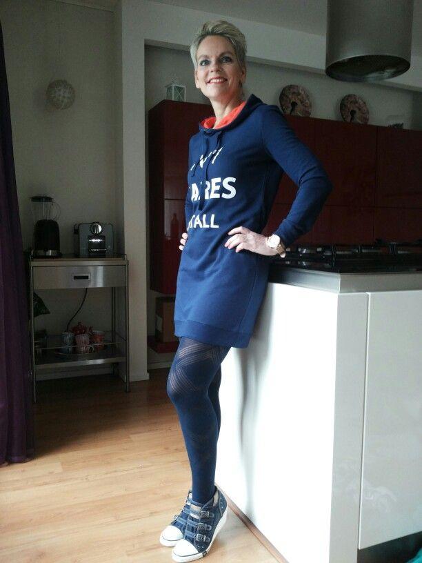 Casual outfit met sleehak gympen