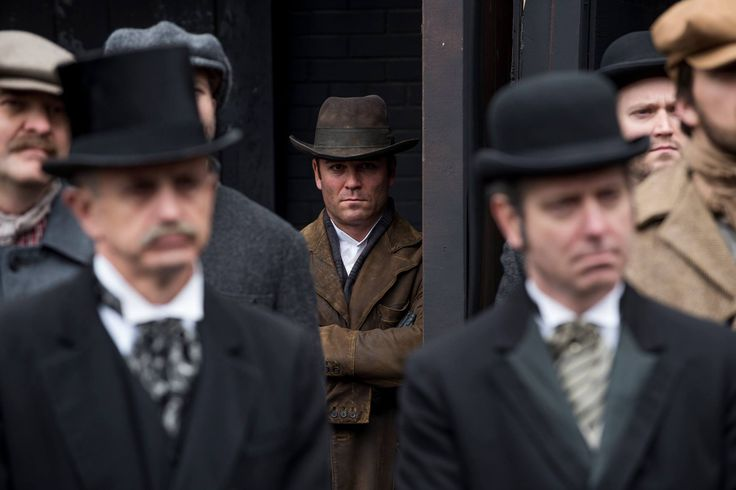 Detective Murdoch (Yannick Bisson) keeps a low profile and watches Williams and Graham from a crowd.
